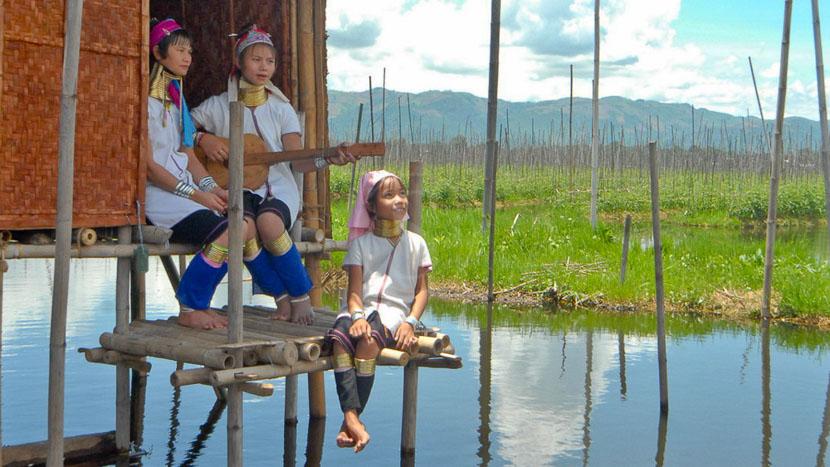 Lac Inle, Les Padaung à Loikaw dans l'état de Kayah, Myanmar