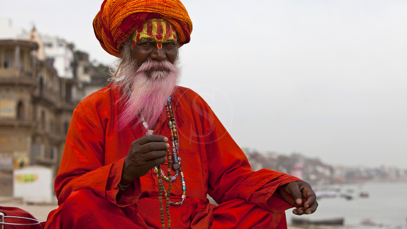 Varanasi, Un Sadhu sur les marches de Varanasi, Inde