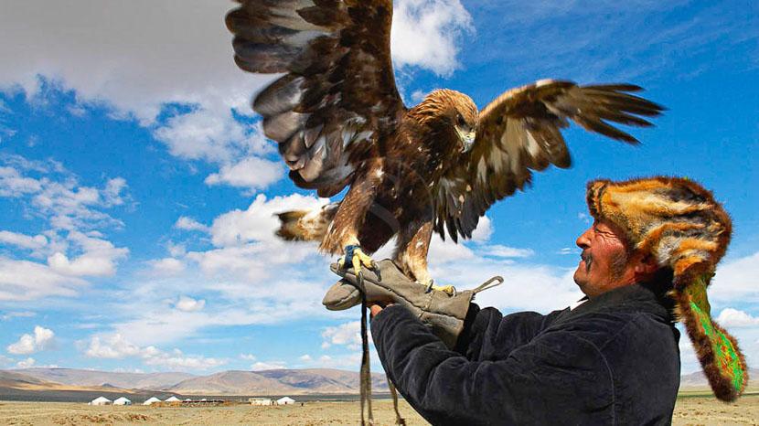 Parc national de Gurvan Saikhan, Chasseur Kazak, Mongolie © Bruno Morandi
