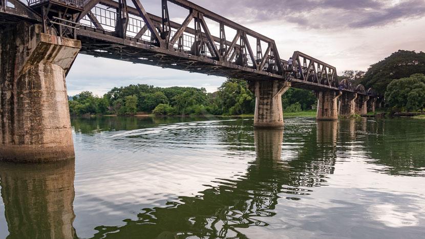 Pont sur la rivière Kwaï, Rivière Khwai, Thailande © Shutterstock